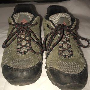 VGUC Columbia suede low cut hiking shoe. Size 7